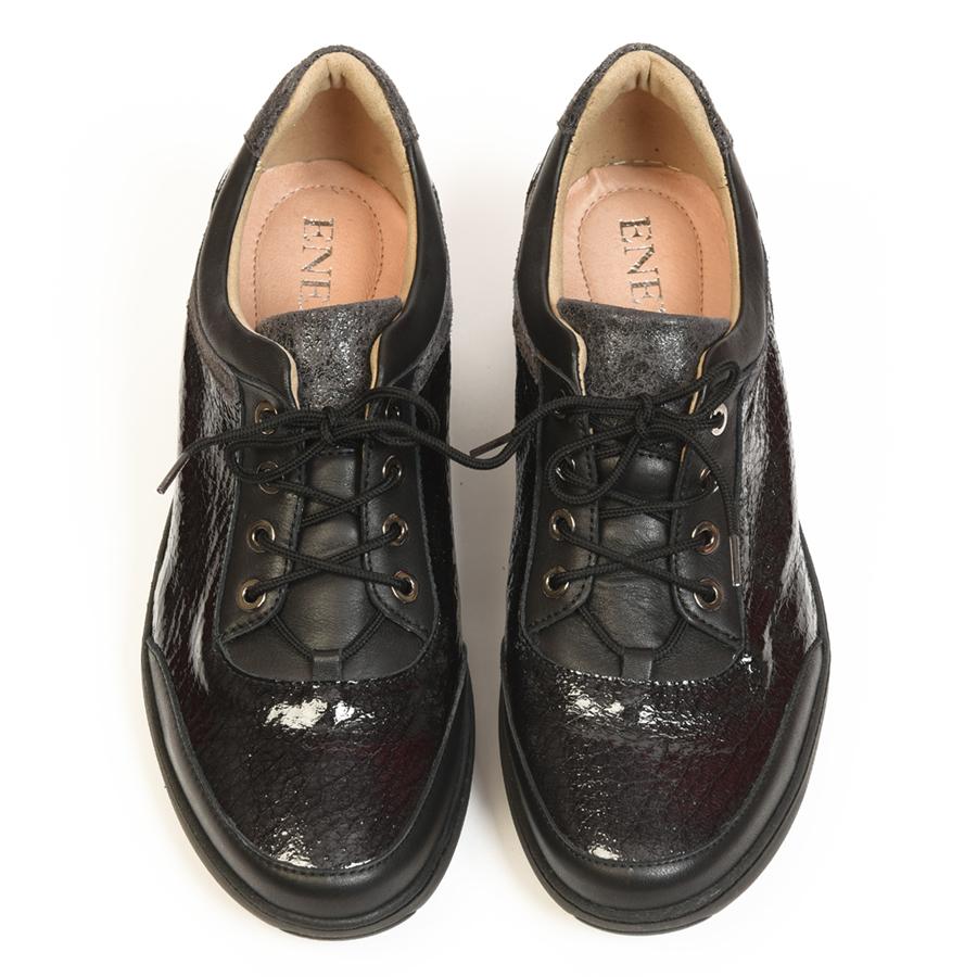 Ravna ženska cipela na pertlanje u crnoj print koži