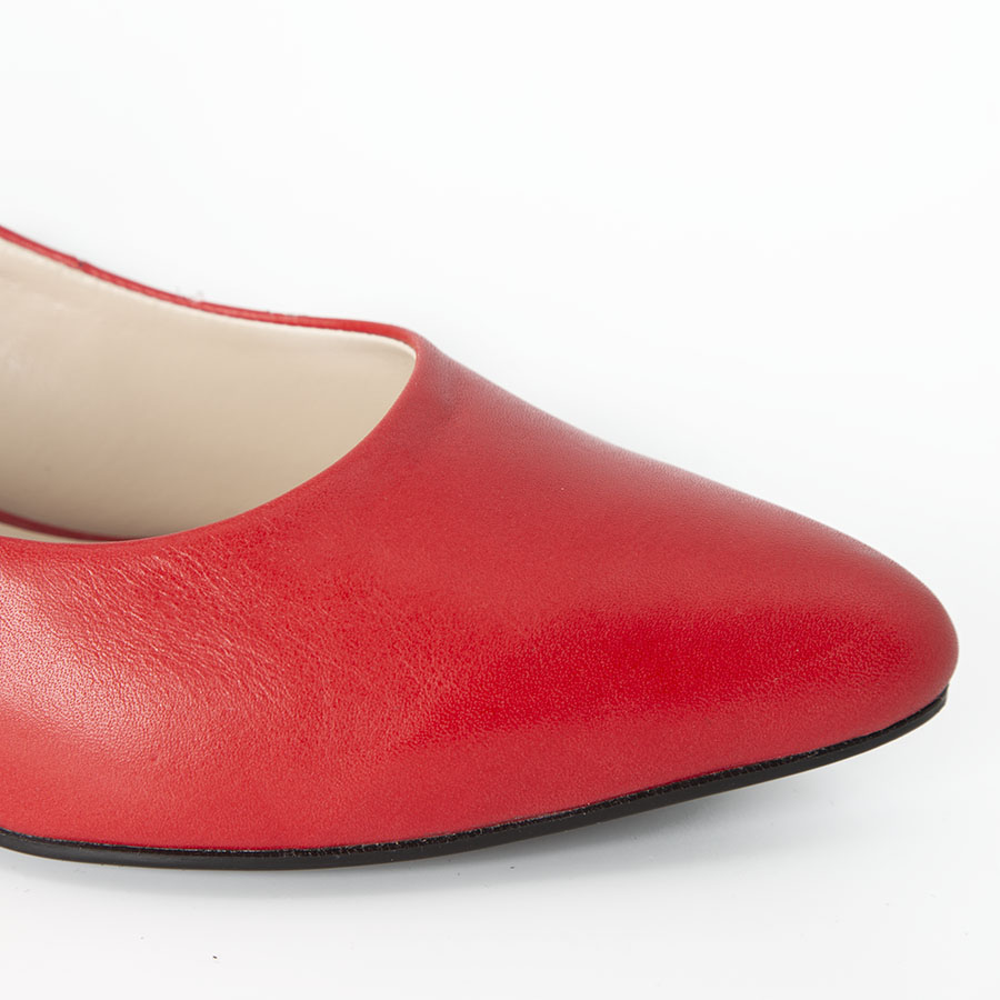Elegantna ženska cipela u crvenoj koži